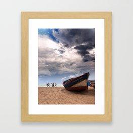 Una barca Framed Art Print
