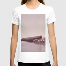 NEW YORK SUBWAY IS ABOVE GROUND WHEN IT CROSSES JAMAICA BAY AREA T-shirt