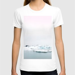 Beautiful glacier lagoon winter T-shirt