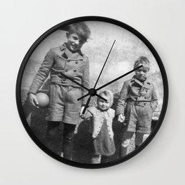 Die Geschwister Wall Clock