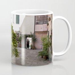 Inne yard Coffee Mug