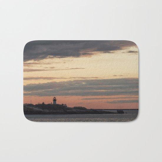 Painted sky over ten pound island light Bath Mat