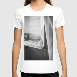 I am a visitor - A window in Tuscany T-shirt