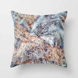 winter leaves pattern Throw Pillow