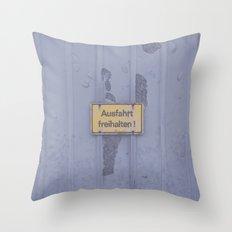 Ausfahrt Throw Pillow