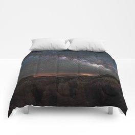 MILKY WAY OVER FAIRYLAND CANYON Comforters