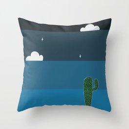 Esfria Throw Pillow
