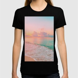 Beautiful: Aqua, Turquoise, Pink, Sunset Relaxing, Peaceful, Coastal Seashore T-shirt
