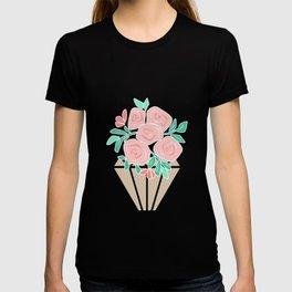 Roses in a vase rose T-shirt