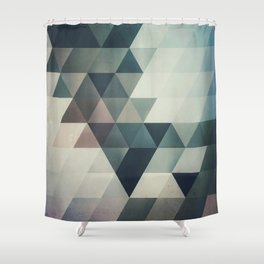 lyrnynngg cyyrrvve Shower Curtain