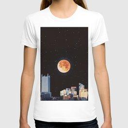 Blood Moon Over Pittsburgh Pennsylvania Skyline-Night Sky and Stars T-shirt