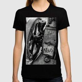 Novo Antique Gas Engine T-shirt