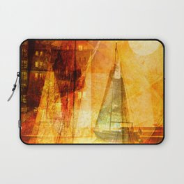 Coming home to harbour Laptop Sleeve