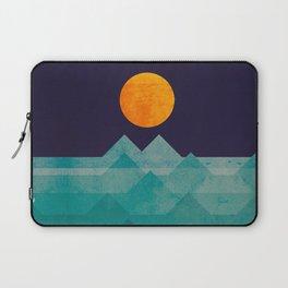 The ocean, the sea, the wave - night scene Laptop Sleeve