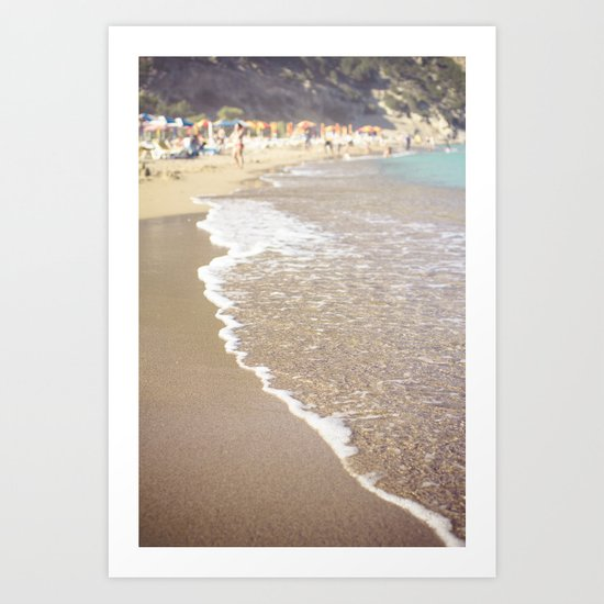 Waves comes to the shore Art Print