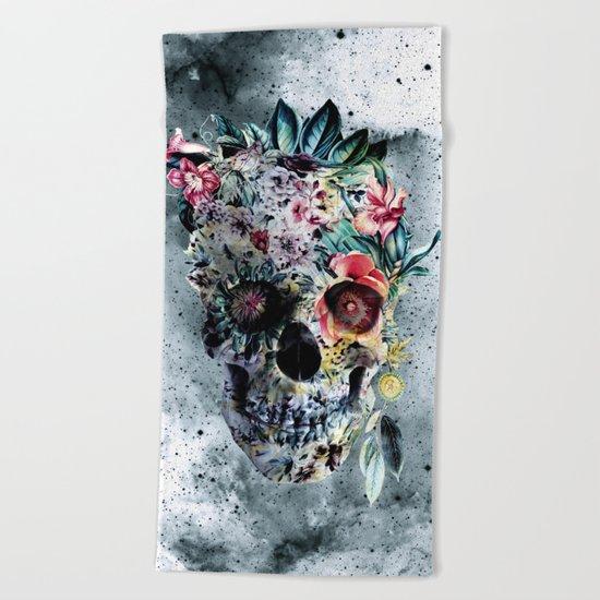 Memento te hominem esse Beach Towel