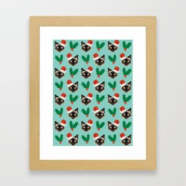 Siamese Cat cute christmas gift santa hat pattern mistletoe and holly wreath cats cute kitten gift  Framed Art Print