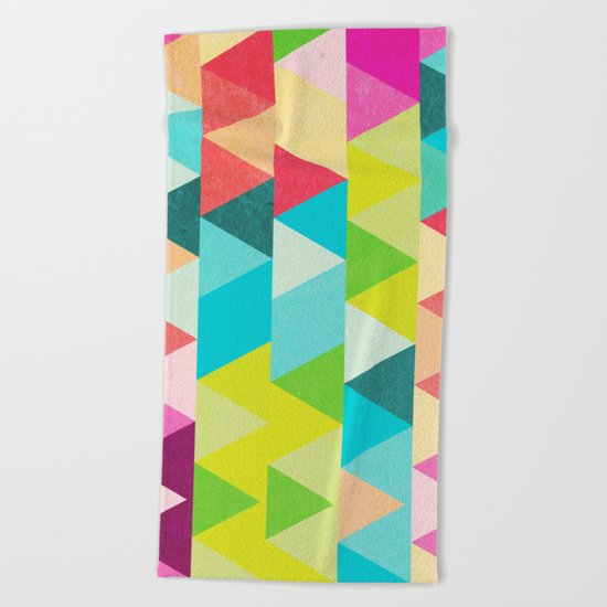 Bubblegum Triangles Pattern Beach Towel
