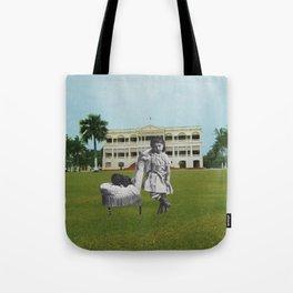 La Jeune fille au chien Tote Bag