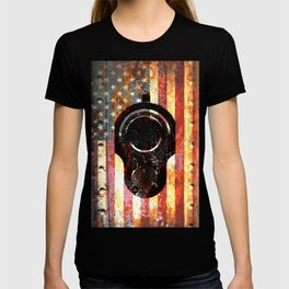 M1911 Colt 45 On Rusted American Flag T-shirt