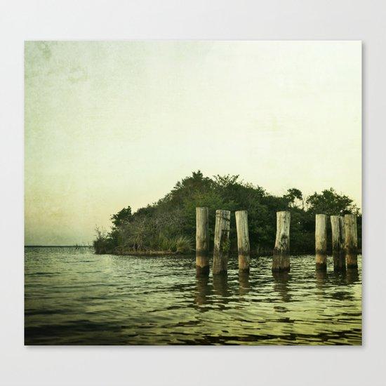 les pieds dans l'eau Canvas Print