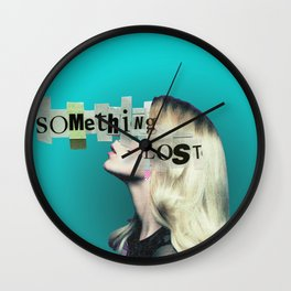 Frau auf blauem Grund 4 Wall Clock