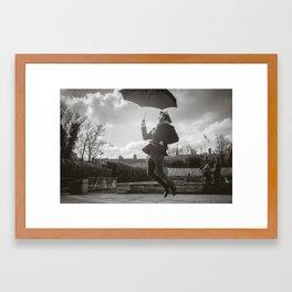 Despegando Framed Art Print