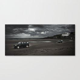 LANDROVER'S ACROSS BEACH Canvas Print