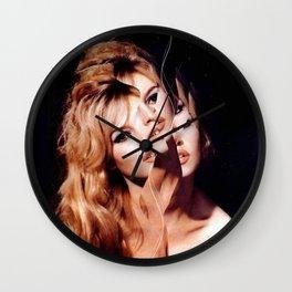 BB mit Riss Wall Clock