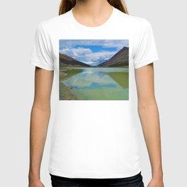 Sunwapta Lake at the Columbia Icefields in Jasper National Park, Canada T-shirt