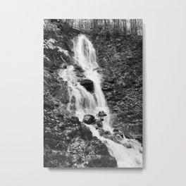 Wasserfall Flintsbach an der Burgruine Falkenstein schwarz weiß Foto Metal Print