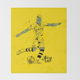 Reus Throw Blanket