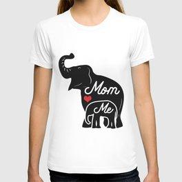 Mom loves me! T-shirt