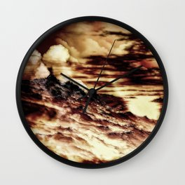 Nebel in den Bergen Wall Clock