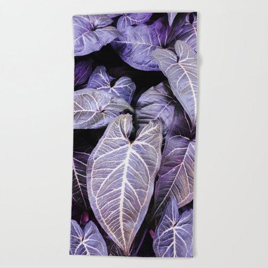 Jungle leaf - amethyst Beach Towel