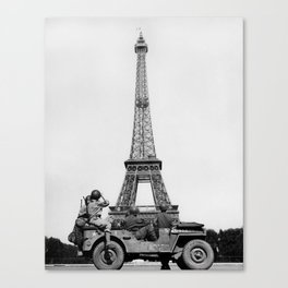 US Soldiers Viewing Eiffel Tower - Paris Liberation - 1944 Canvas Print