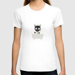 Bathing Cat in a bathtub T-shirt