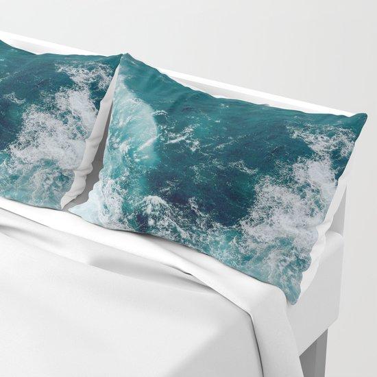 Ocean Waves (Teal) by gameoftones