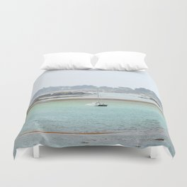 Walking on the shore Duvet Cover