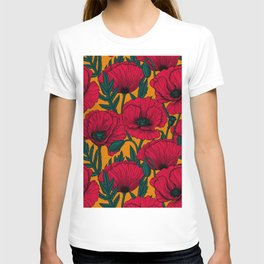 Red poppy garden    T-shirt