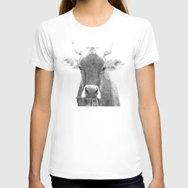 Cow black and white animal portrait T-shirt