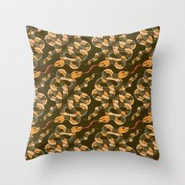 King snakes Throw Pillow