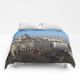 Panoramic view of Budapest and St. Stephen Basilica in Hungary Comforters