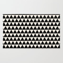 BLACK AND CREAM TRIANGLES Rug