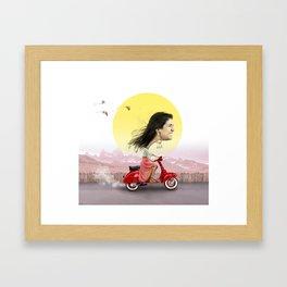 pisi en moto Framed Art Print