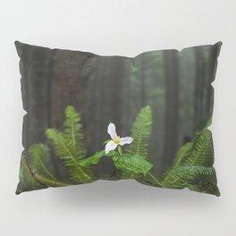 White Flowered Trillium Ovatum on the Edge of a Ledge in Lush Green Oregon Forest Pillow Sham