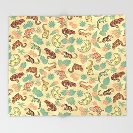 Gecko family in yellow Throw Blanket