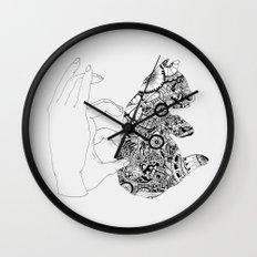 Y en la oscuridad también Wall Clock