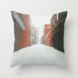 Montréal Snowstorm in alley Throw Pillow
