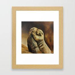 El beso de los perritos de la pradera Framed Art Print